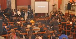 Οι μαθητές απαγγέλουν και τραγουδούν Έλληνες Ποιητές